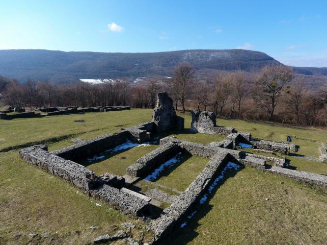 erődített pálos kolostor